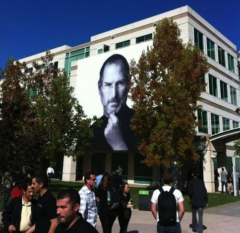 Norah Jones and Coldplay Help Apple Celebrate Steve Jobs' Life [Aerial Video of Event]